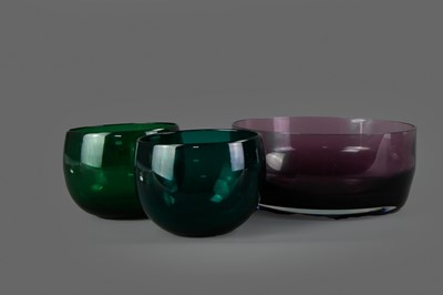 Lot 37 - A CAITHNESS AMETHYST GLASS BOWL, ALONG WITH TWO OTHER COLOURED GLASS BOWLS