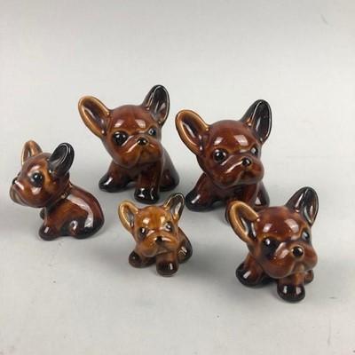 Lot 247 - A GRADUATED SET OF DENBY BROWN GLAZED 'BYNGO' DOGS