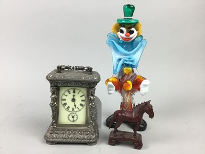 Lot 33 - A CARRIAGE CLOCK, DECORATIVE GLASS AND OTHER ITEMS