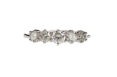 Lot 912 - A DIAMOND FIVE STONE RING