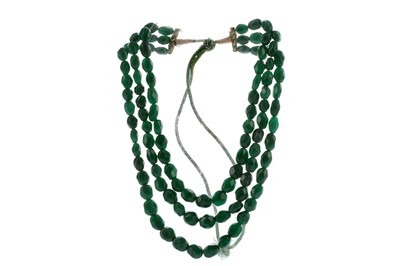 Lot 1417 - AN EMERALD BEAD NECKLACE