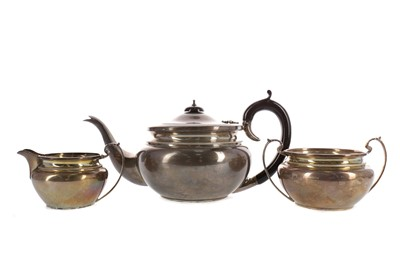Lot 491 - AN EARLY 20TH CENTURY THREE PIECE TEA SERVICE