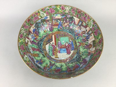 Lot 703 - A LARGE LATE 19TH CENTURY CHINESE FAMILLE ROSE BOWL