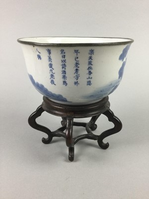 Lot 702 - A CHINESE BLUE AND WHITE BOWL