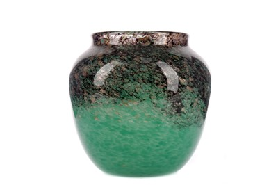 Lot 1004 - AN EARLY 20TH CENTURY MONART GLASS VASE