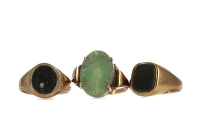 Lot 1383 - TWO BLOODSTONE AGATE RINGS AND A GREEN HARDSTONE RING