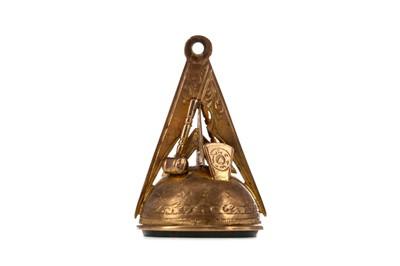 Lot 1393 - NINE CARAT GOLD BLOODSTONE AGATE MASONIC FOB
