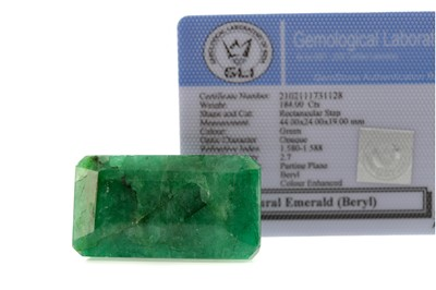 Lot 960 - A CERTIFICATED UNMOUNTED EMERALD