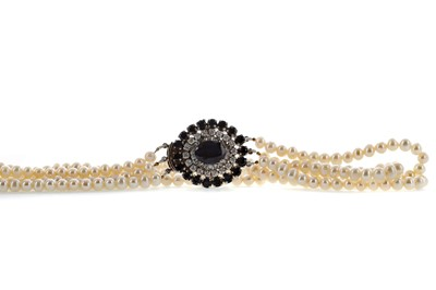 Lot 1472 - A PEARL NECKLACE