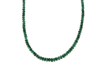 Lot 964 - AN EMERALD BEAD NECKLACE
