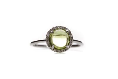 Lot 1375 - A PERIDOT AND DIAMOND RING