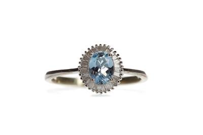 Lot 1420 - AN  AQUAMARINE AND DIAMOND RING
