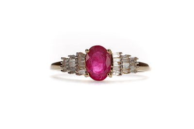 Lot 1438 - A RUBY AND DIAMOND RING