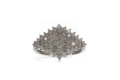 Lot 1465 - A DIAMOND DRESS RING