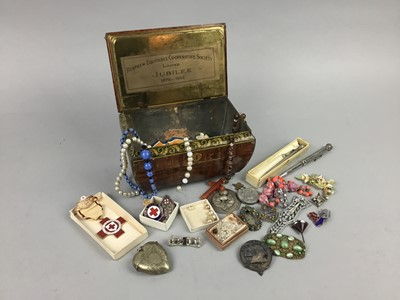 Lot 10 - A LOT OF COSTUME JEWELLERY, MEDALS AND A VESTA