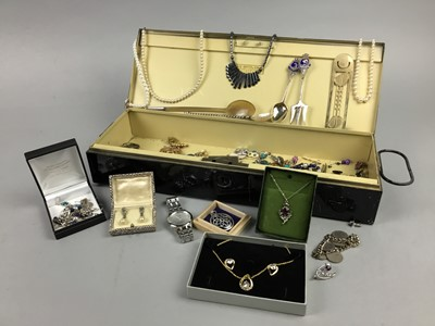 Lot 13 - A LOT OF SILVER AND COSTUME JEWELLERY