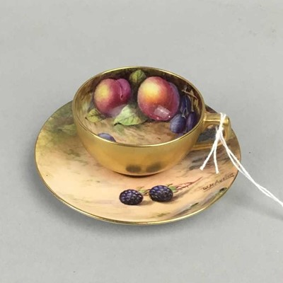 Lot 3 - AN EARLY 20TH CENTURY ROYAL WORCESTER CUP AND SAUCER