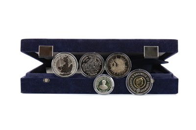 Lot 33 - A COLLECTION OF COMMEMORATIVE COINS AND A £20 NOTE