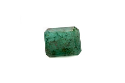 Lot 375 - A CERTIFICATED UNMOUNTED EMERALD