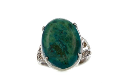 Lot 400 - A TURQUOISE RING