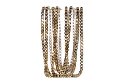 Lot 316 - A GOLD CHAIN