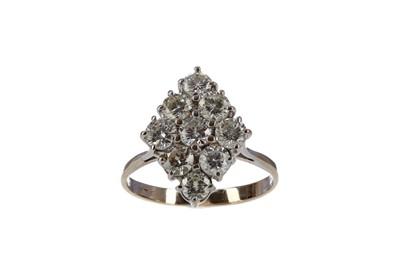 Lot 312 - A DIAMOND DRESS RING