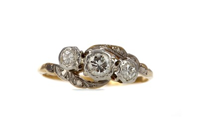 Lot 319 - A DIAMOND THREE STONE RING
