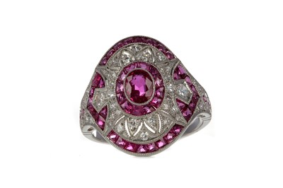 Lot 324 - A RUBY, SPINEL AND DIAMOND RING