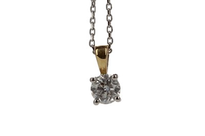 Lot 326 - A DIAMOND SOLITAIRE PENDANT