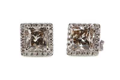 Lot 329 - A PAIR OF DIAMOND STUD EARRINGS