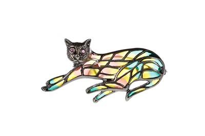Lot 336 - A PLIQUE A JOUR CAT BROOCH