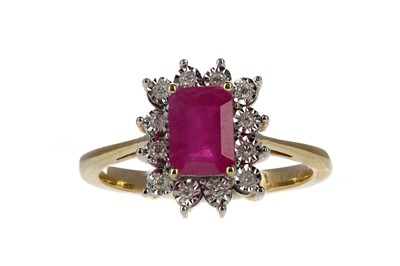 Lot 346 - A RUBY AND DIAMOND RING