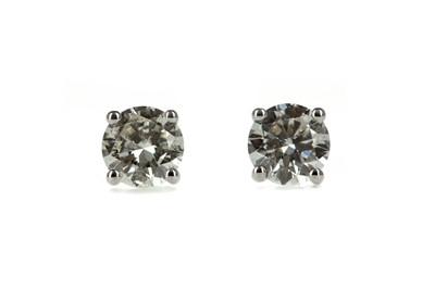 Lot 359 - A PAIR OF CERTIFICATED DIAMOND STUD EARRINGS