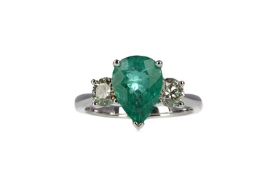 Lot 369 - AN EMERALD AND DIAMOND THREE STONE RING