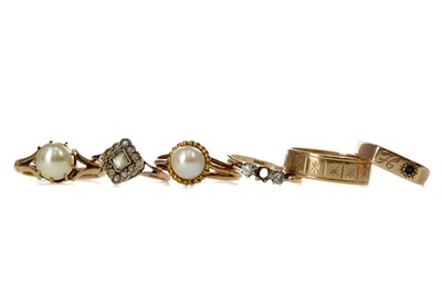 Lot 347 - A GROUP OF SIX RINGS