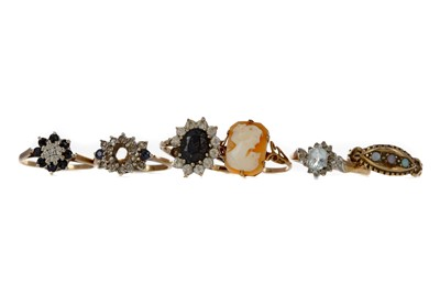 Lot 352 - A GROUP OF SIX RINGS