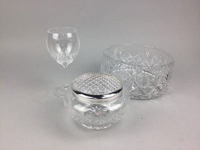 Lot 2 - A ROYAL DOULTON SARBANDE TEA AND DINNER SERVICE