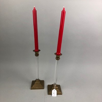 Lot 87 - A PAIR OF CLEAR ACRYLIC AND BRASS CANDLESTICKS