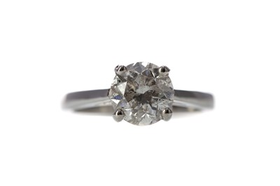 Lot 452 - A DIAMOND SOLITAIRE RING