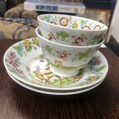 Lot 6 - A PAIR OF LATE 18TH/EARLY 19TH CENTURY TEA BOWLS WITH SAUCERS AND ANOTHER SAUCER