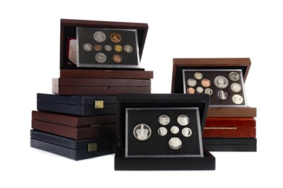 Lot 58 - A COLLECTION OF ROYAL MINT AND OTHER COINS