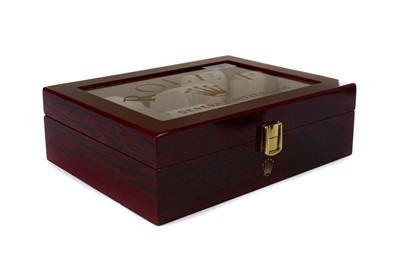 Lot 724 - A WOODEN WATCH DISPLAY BOX