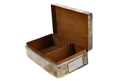 Lot 409 - A VICTORIAN SILVER CIGARETTE BOX