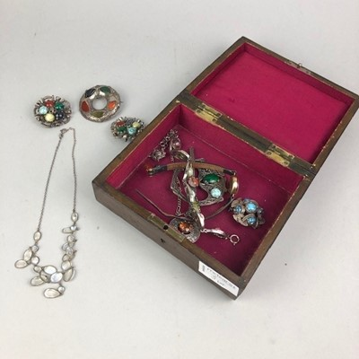 Lot 3 - A MOONSTONE STYLE NECKLET ALONG WITH A WRIST WATCH AND OTHER JEWELLERY