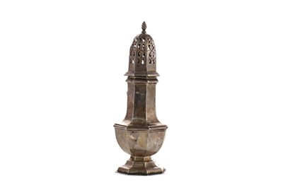 Lot 65 - AN EARLY 20TH CENTURY SILVER SUGAR CASTER