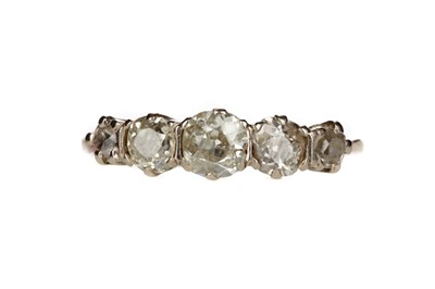 Lot 819 - A DIAMOND FIVE STONE RING