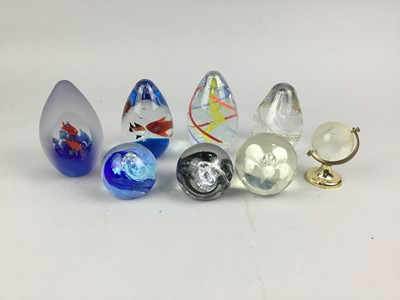 Lot 78 - A LOT OF GLASS PAPERWEIGHTS