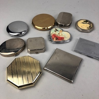 Lot 76 - A LOT OF POWDER COMPACTS AND COMPACT MIRRORS