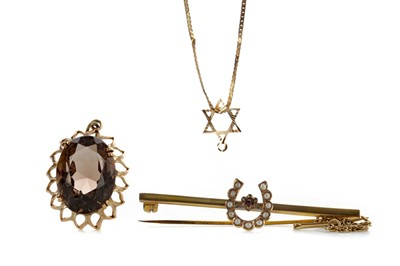 Lot 802 - A SMOKY QUARTZ PENDANT, SEED PEARL BAR BROOCH AND A STAR OF DAVID CHAIN