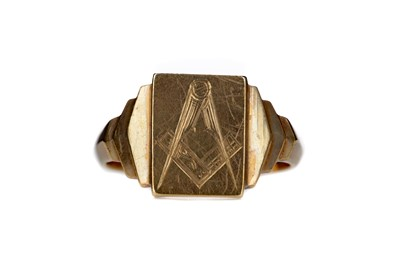 Lot 820 - A GOLD MASONIC SIGNET RING